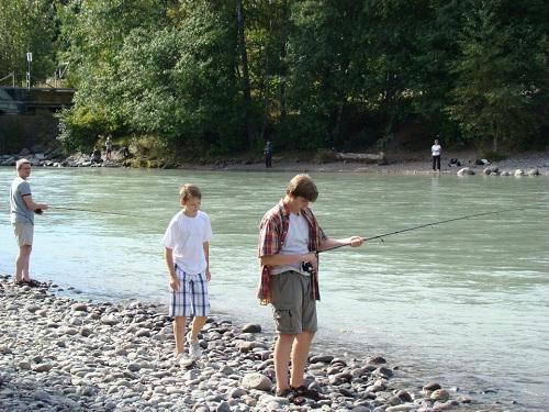 kids fishing for pink salmon